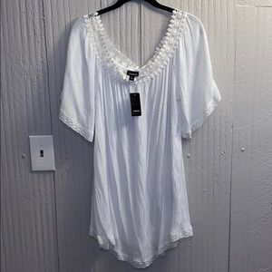 NWT Torrid white off the shoulder tunic size 2